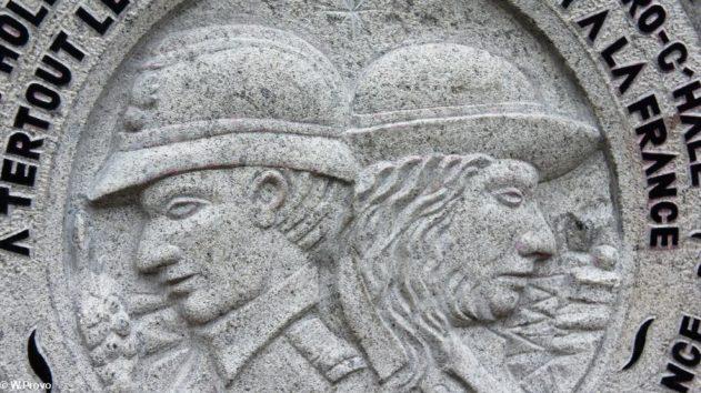 Détail de la sculpture à la mémoire des Bretons morts par la France